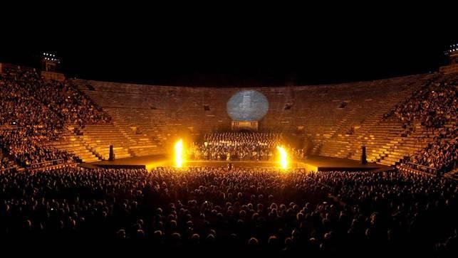 Carmina Buranaall'Arena di Verona, 2014©Foto Ennevi/Fondazione Arena di Verona