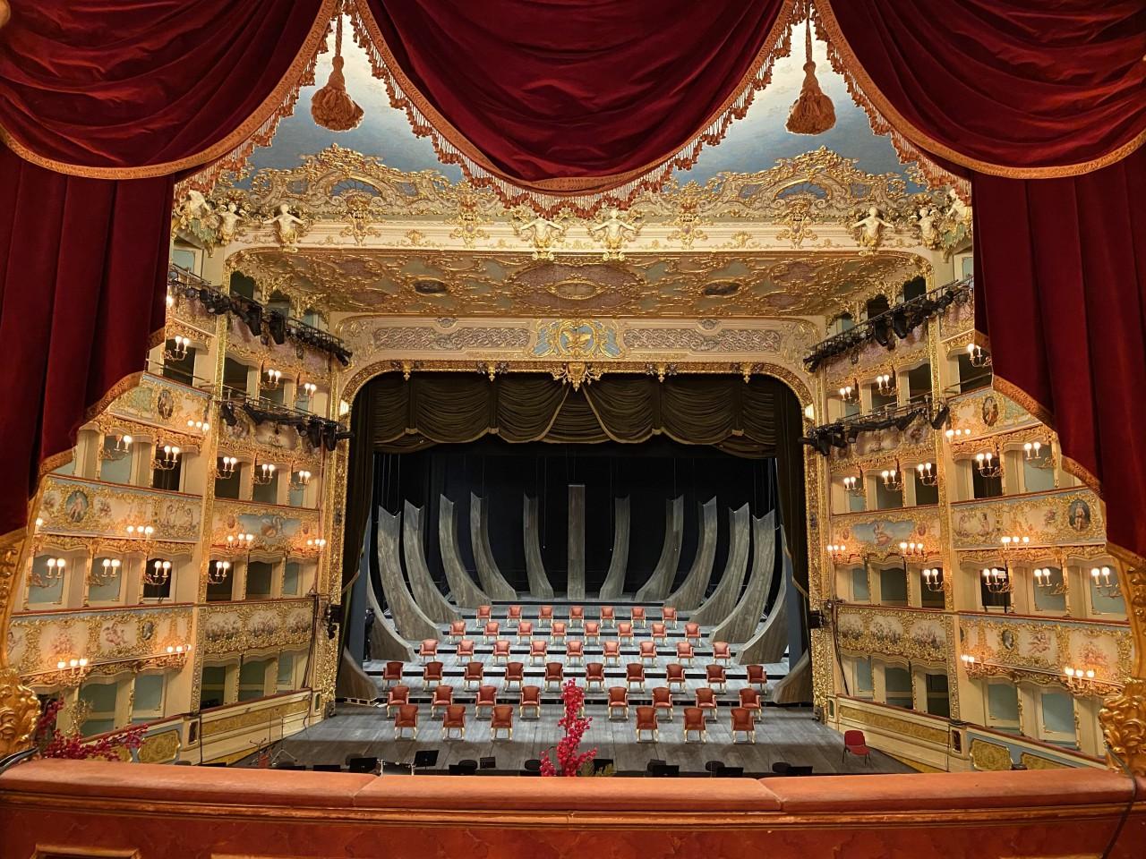 Il diciottesimo Concerto di Capodanno in Fenice in diretta televisiva su Rai1 Daniel Harding dirige Orchestra e Coro del Teatro La Fenice Solisti il soprano Rosa Feola e il tenore Xabier Anduaga